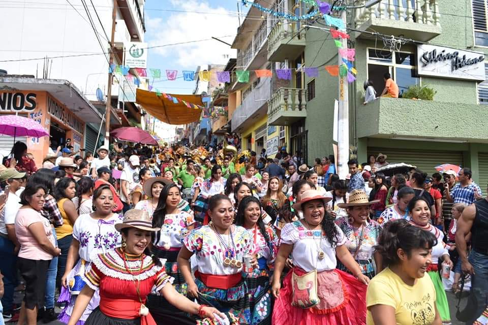 Bajo vigilancia de más de mil policías y militares, celebra Chilpancingo su Paseo del Pendón
