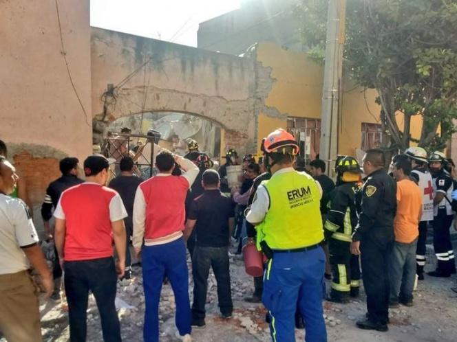 Investigan explosión y derrumbe que dejaron un muerto en la GAM