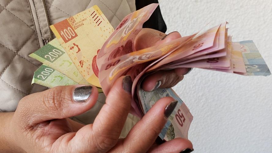 Salario mínimo en primer año de AMLO subirá a 102 pesos