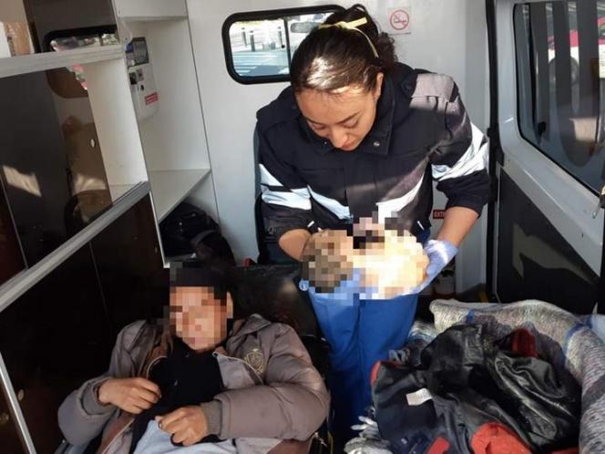 Nace bebé en glorieta de Reforma; policías auxilian en parto