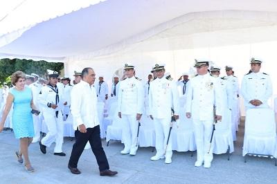 Asiste el gobernador a la entrega recepción del mando de armas de la octava región naval en Acapulco