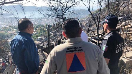 Damnificados de incendio de Zihuatanejo reciben apoyo del gobernador Astudillo