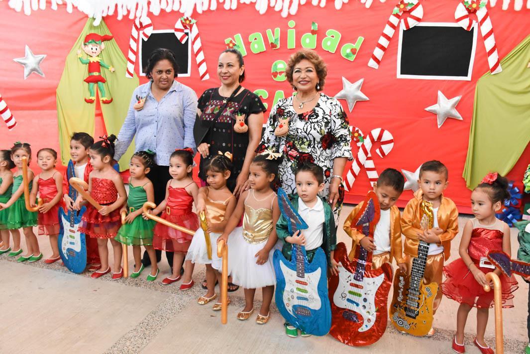 (Video) Asiste Adela Román a Festival Navideño de CADI Tránsito