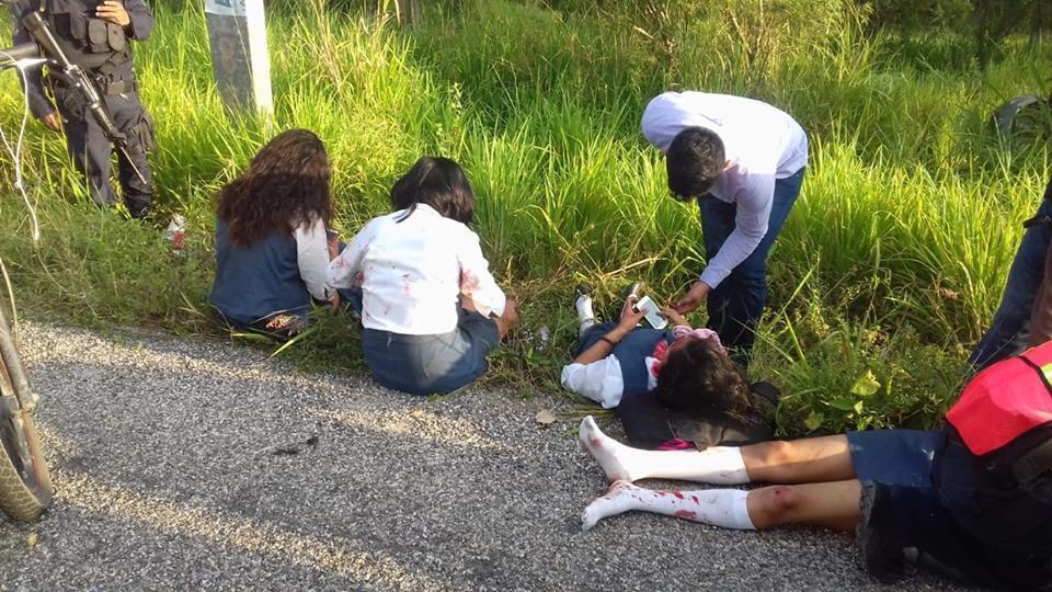 Cuando se dirigían a la escuela, se accidentan cuatro mujeres en Tecpan