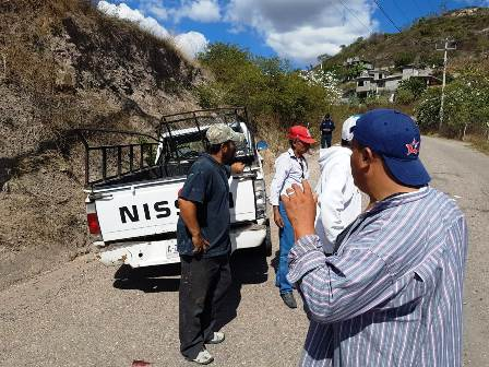 Ocho heridos deja volcadura en Tlapa de Comonfort