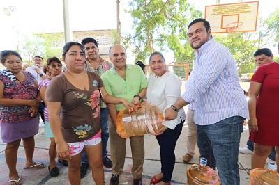Asiste Añorve a inicio de programa de suministro de agua purificada, implementado por la regidora Natividad Rodríguez