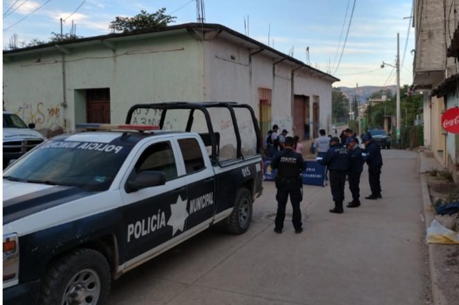 """A unos metros de la Fiscalía Regional en Tlapa, dejan a un cadáver """"embolsado"""""""