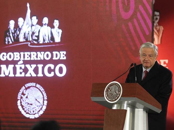 López Obrador anuncia la contratación de dos mil conductores de pipas