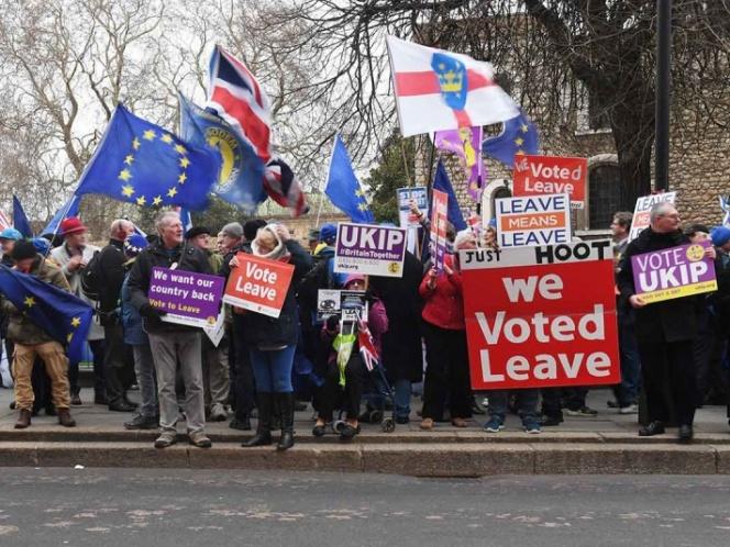 Parlamento británico vota contra el acuerdo de Brexit