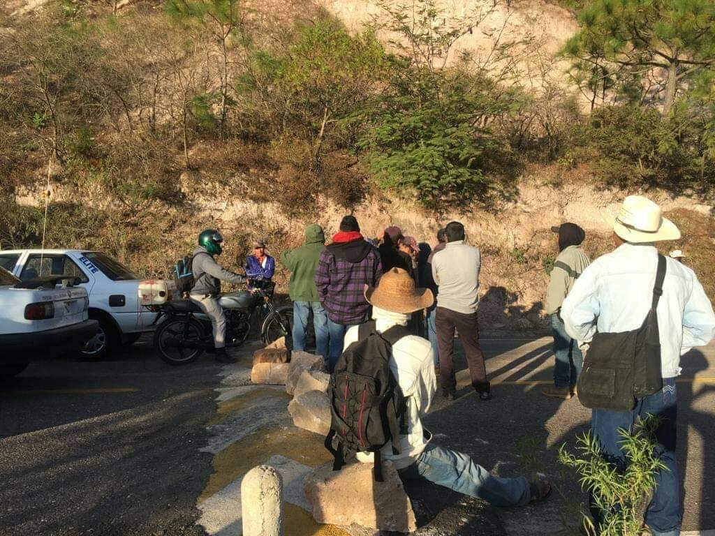 Comisariados y delegados liberan carretera Chilapa-Tlapa después de dos días