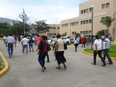 Ante falta de soluciones; continúan en paro trabajadores de la Fiscalía