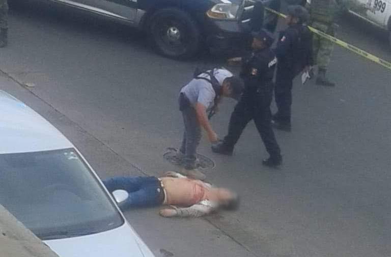 Bajan de un auto y ejecutan a un joven en Las Cruces, Acapulco