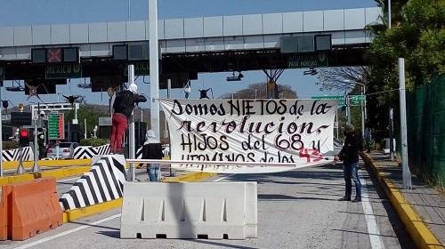 Normalistas toman casetas de Palo Blanco y Paso Morelos