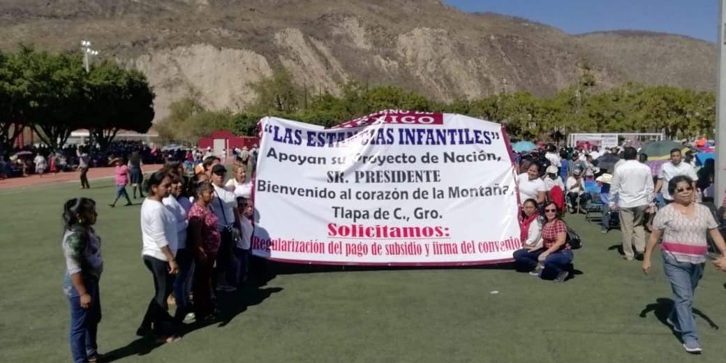 Responsables de Estancias Infantiles protestan en visita de AMLO, para pedir transparencia en el programa