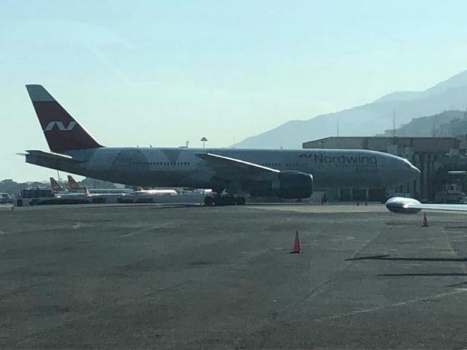 Misterioso avión ruso arriba a Venezuela; 'Maduro sacará reservas'