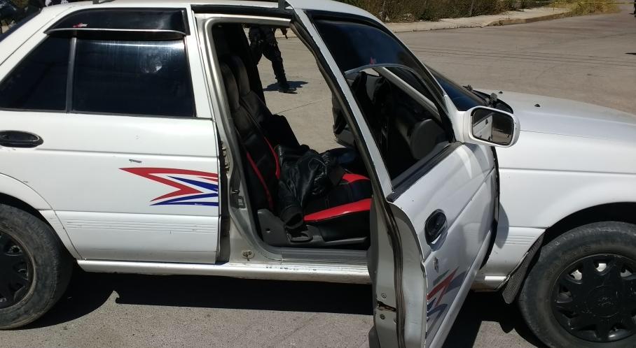 Hieren de bala a un hombre y a una mujer, en un taxi de Chilapa