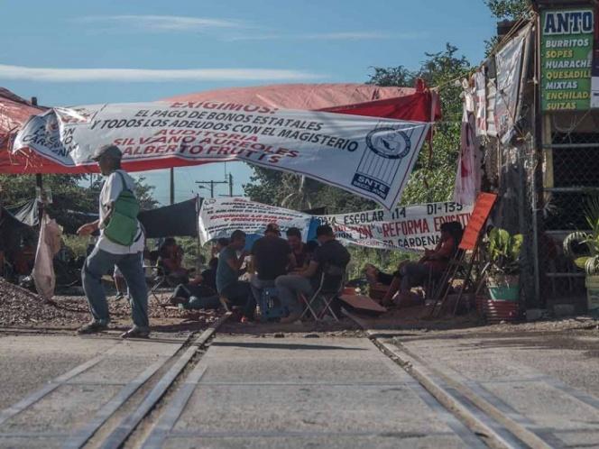 CNTE acuerda liberar vías férreas en Michoacán