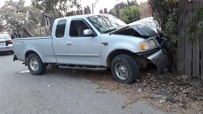 Muere un hombre al chocar su camioneta, en Tecpan