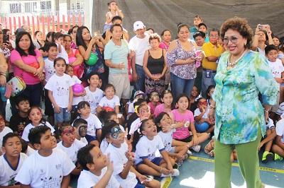 (Video) Llama Adela Román a padres de familia, a fomentar valores en los niños