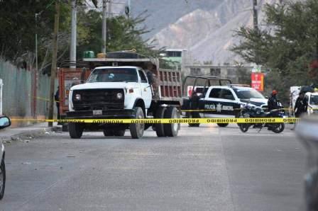 Ataque armado contra volteo en Chilpancingo deja un muerto y un herido