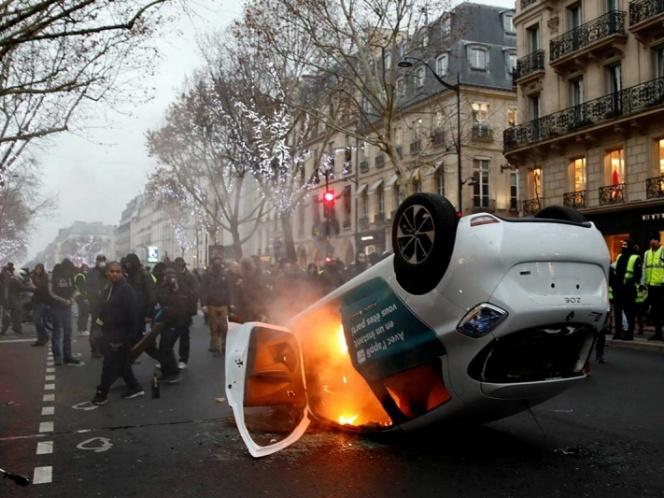 'Chalecos amarillos' vuelven a causar disturbios en Francia