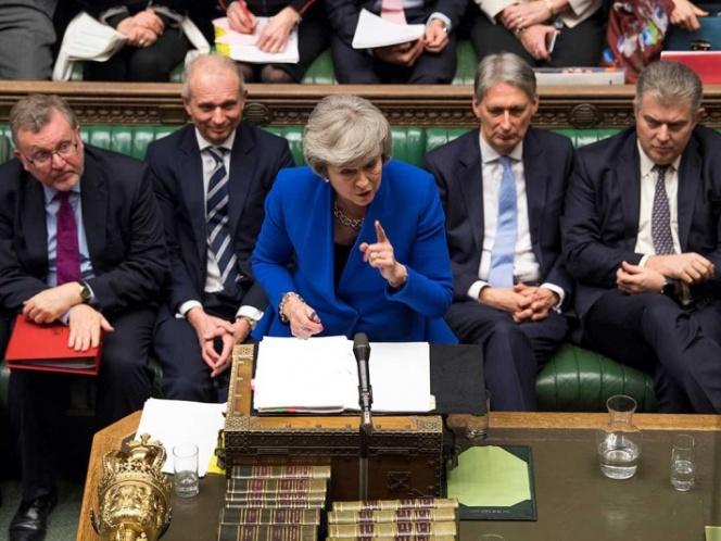 May supera moción de censura; entregará 'plan B' del Brexit