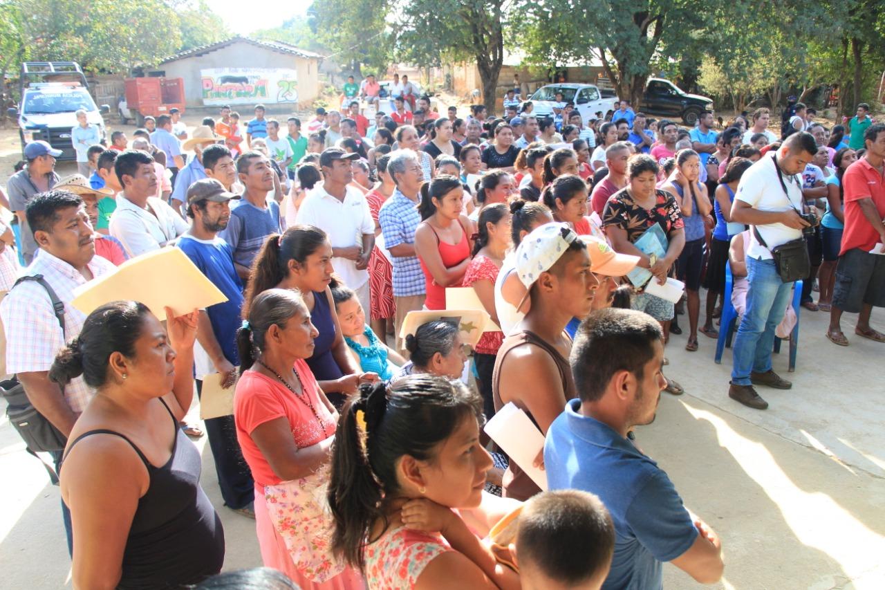 Entrega Gobierno de Guerrero recursos del Seguro Agrícola Catastrófico a campesinos de San Luis Acatlán