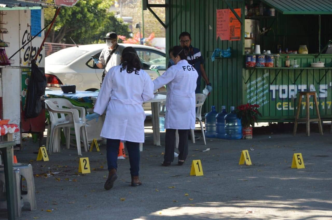 Durante ataque en la puerta de la Fiscalía de Guerrero, muere ministerial relacionado al caso Ayotzinapa-2011