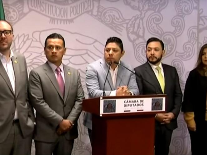 Renuncian nueve diputados al PRD; quedan sin partido