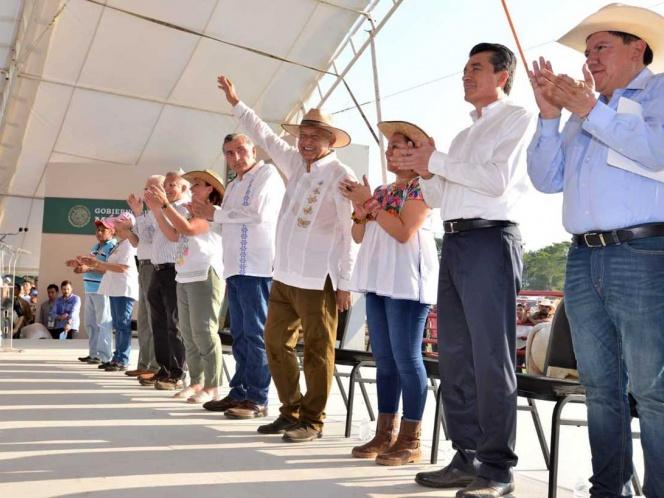 López Obrador vuelve al origen para impulsar ganadería