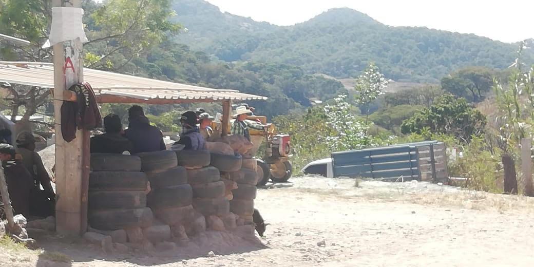 Policía Comunitaria retiene a Secretario de Seguridad Pública de Chilapa y seis policías municipales