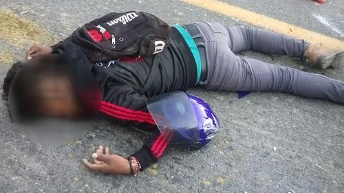 Muere motociclista al chocar contra una vaca, en Cuajinicuilapa