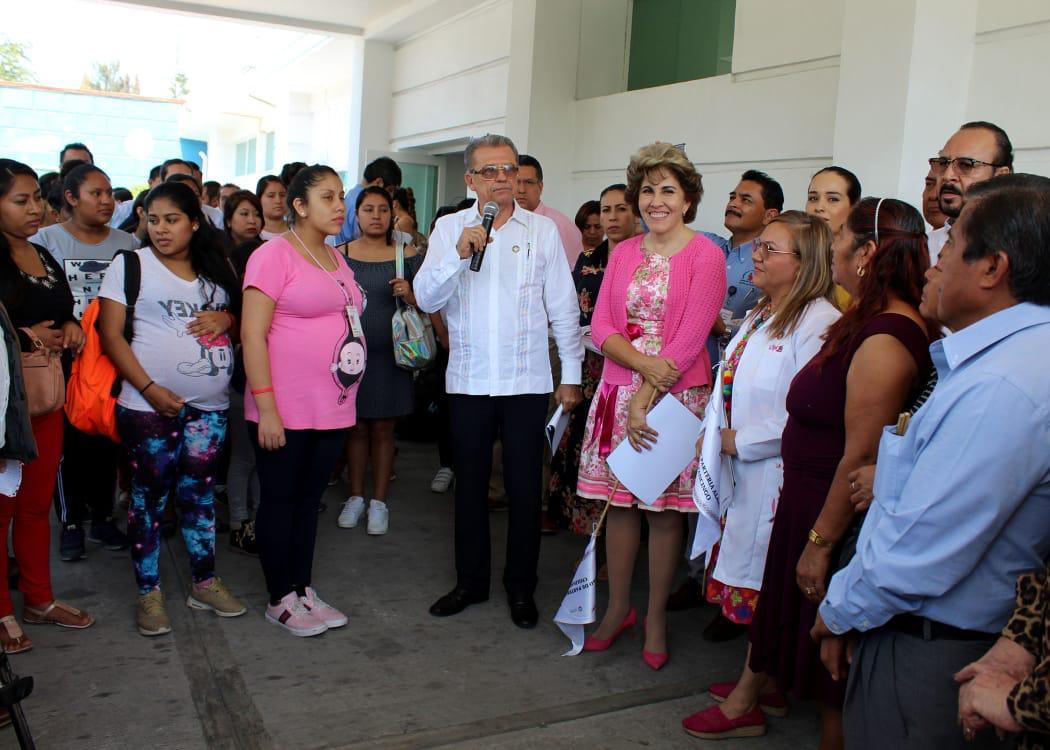 Calvo de Astudillo y de la Peña Pintos dan  el banderazo de arranque de la campaña masiva de Difusión de  Actividades que  brinda la Unidad de Partería Alameda de Chilpancingo.