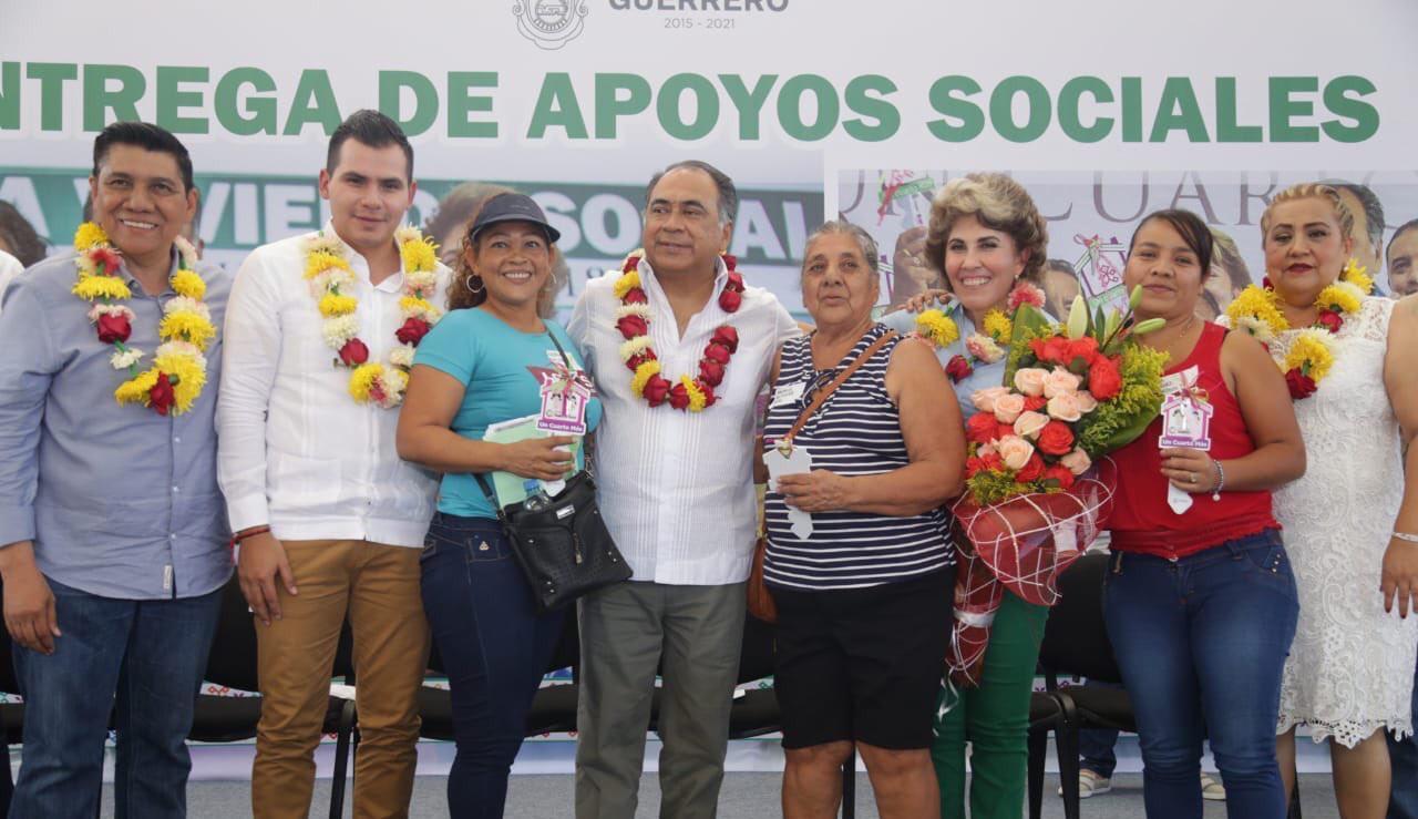 Lleva Astudillo apoyos de Un Cuarto Más, Estufas Ecológicas y servicios gratuitos del Registro Civil a Tecpan.