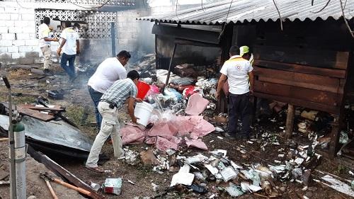 Incendio arrasa con material biológico y medicamentos en bodega de SSa, en Tecpan