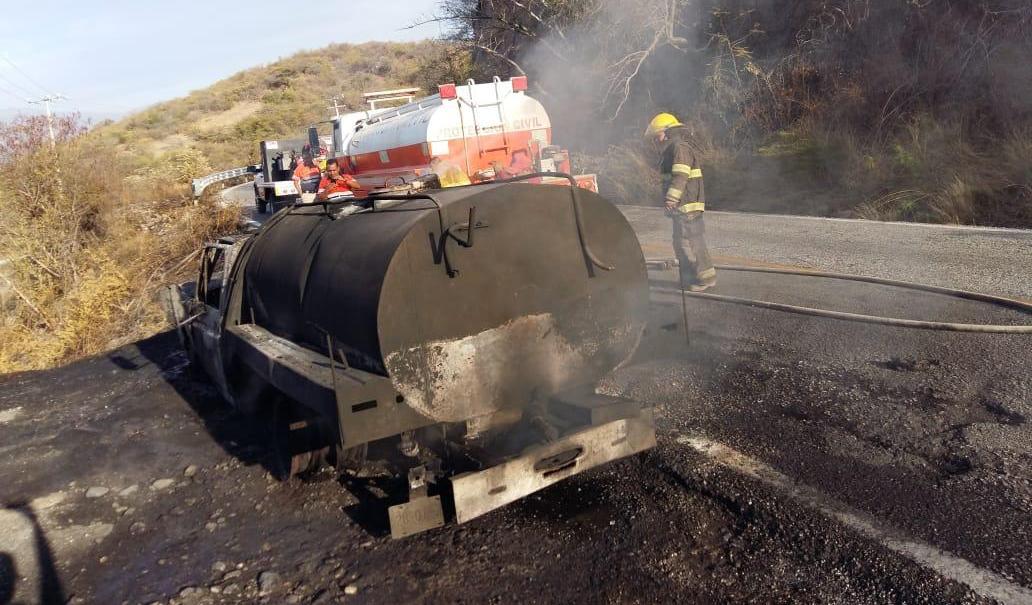 Se incendia pipa de combustible en la carretera federal Iguala-Altamirano