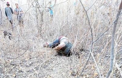 Localizan a un joven asesinado en la periferia de Iguala