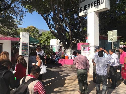 Toman oficinas del DIF-Guerrero por despido injustificado de un trabajador