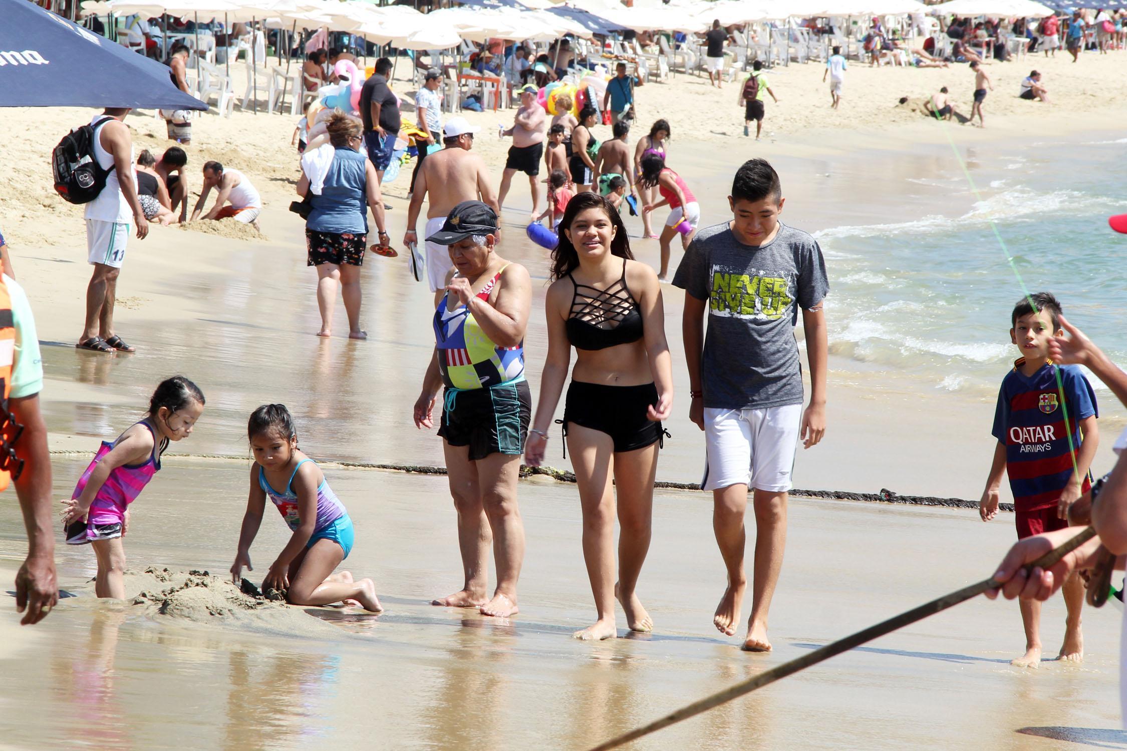 (Video) Turistas dejan derrama en Acapulco superior a 250 MDP por fin de semana largo