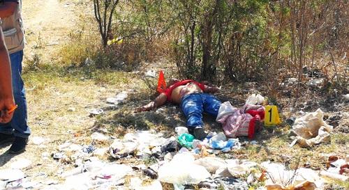 Localizan a un hombre ejecutado en la carretera Tixtla-Atliaca