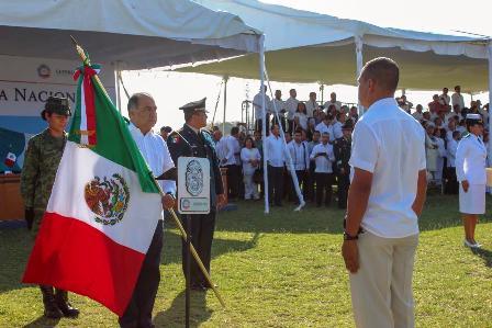 Encabeza gobernador Astudillo ceremonia por el aniversario de la creación de la Bandera