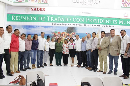 Se reúne Adela Román con funcionarios para conocer el Programa Nacional de Fertilizante