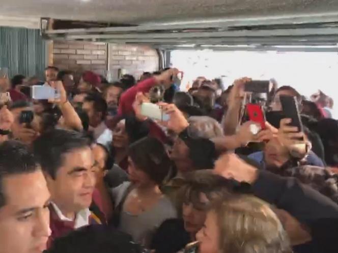 Barbosa se registra como precandidato a gubernatura de Puebla
