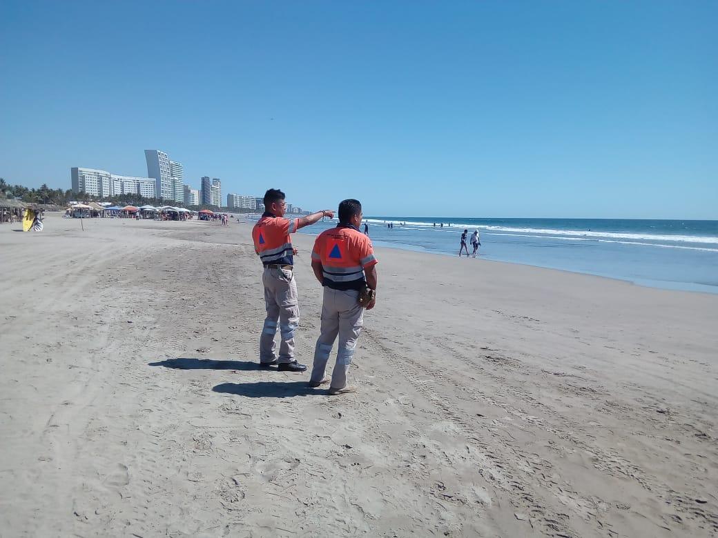 Vigila protección civil estatal el desplazamiento de las aguas marinas en Acapulco