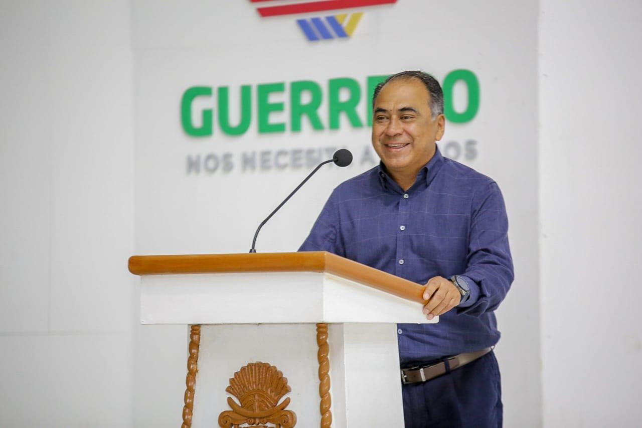 Guerrero se convirtió en el primer estado del país en entregar plazas al 100% a maestros idóneos: Astudillo