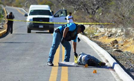 Localizan a tres hombres ejecutados cerca de Zumpango