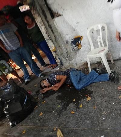 Asesinan a un hombre en zona de bares de Zihuatanejo