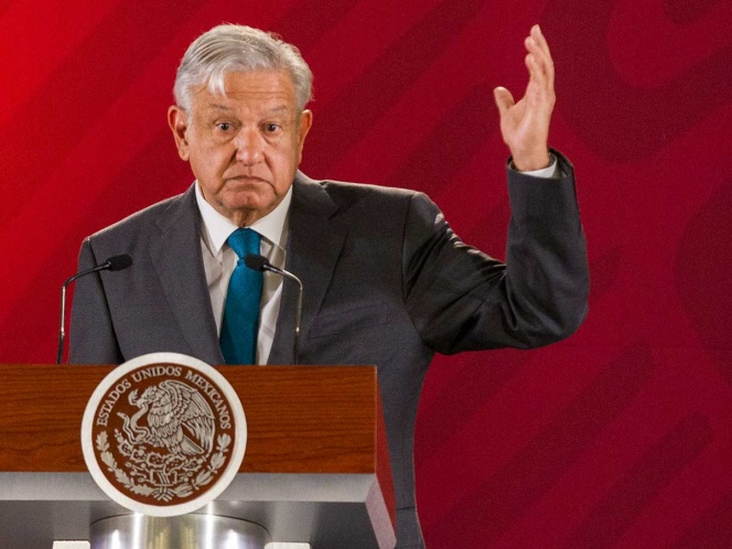 Descarta López Obrador freno a reducción de salarios