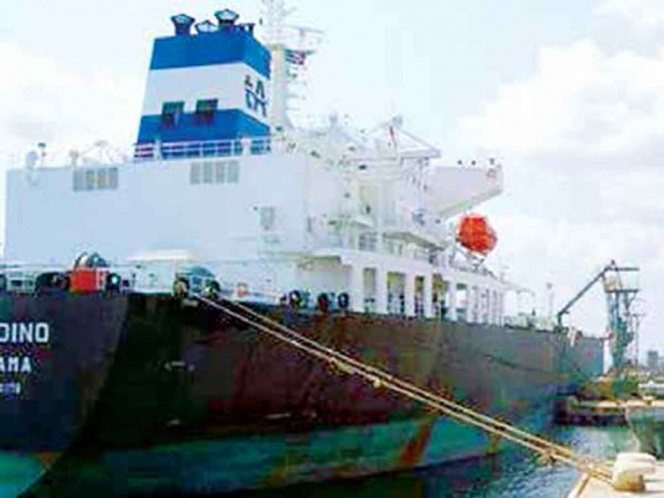 Llega buque-tanque venezolano a México; trae cargamento de gasolina