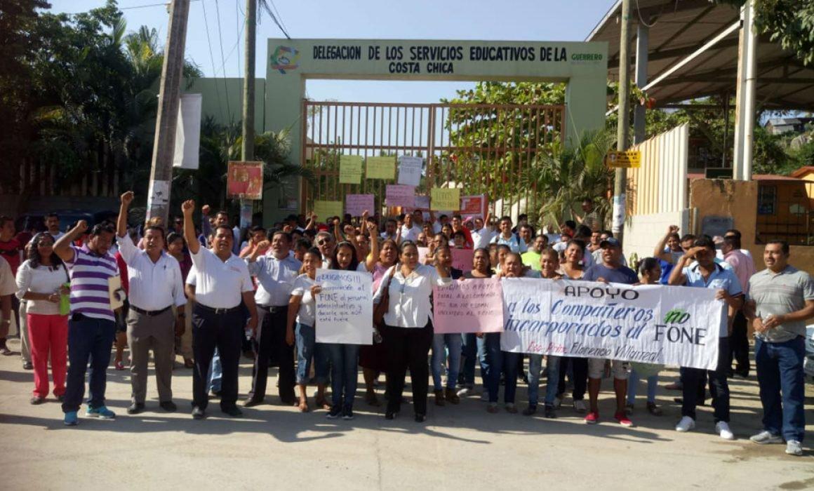 Toman maestros del SNTE la Delegación de la SEG en Costa Chica